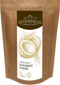Sevenhills Wholefoods Kokosmehl auf weissem Hintergrund